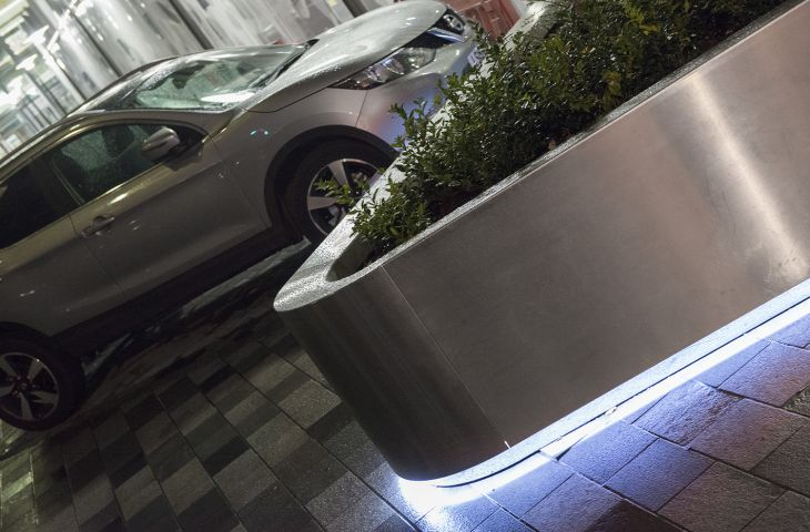 architectural_metalwork_extra_large_planters_LED_under_lighting