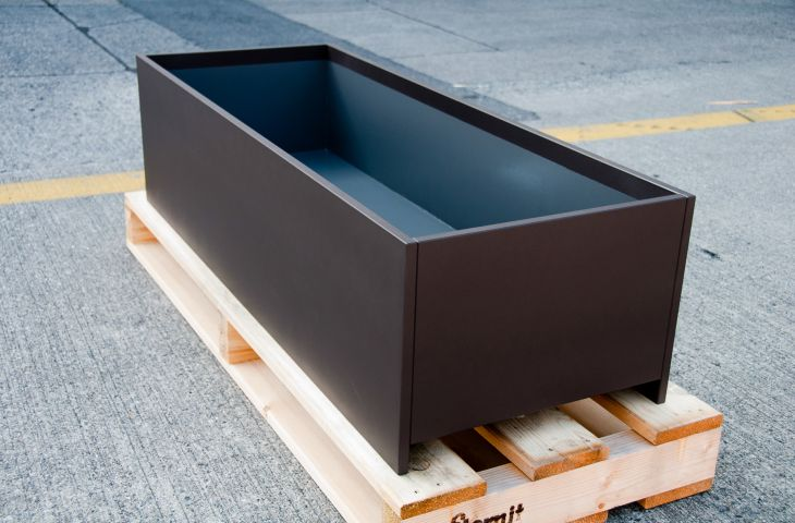 DELTA CUSTOM planters are sleek, but also exceptionally durable and strong