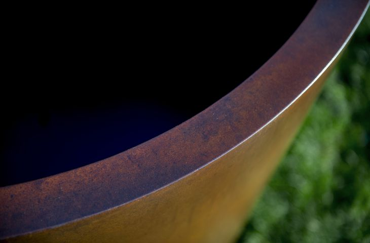 Planter rim detail in PATINA finish
