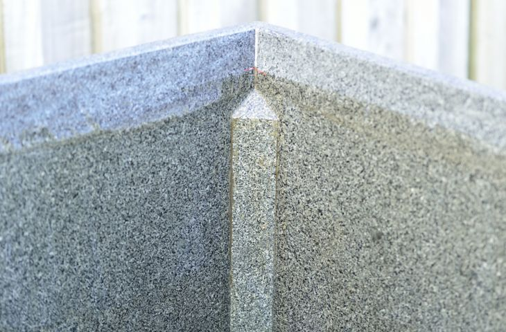 The mitred corners are reinforced internaly