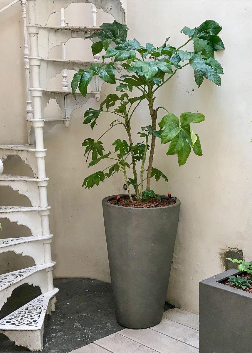 Lightweight tall round garden planter