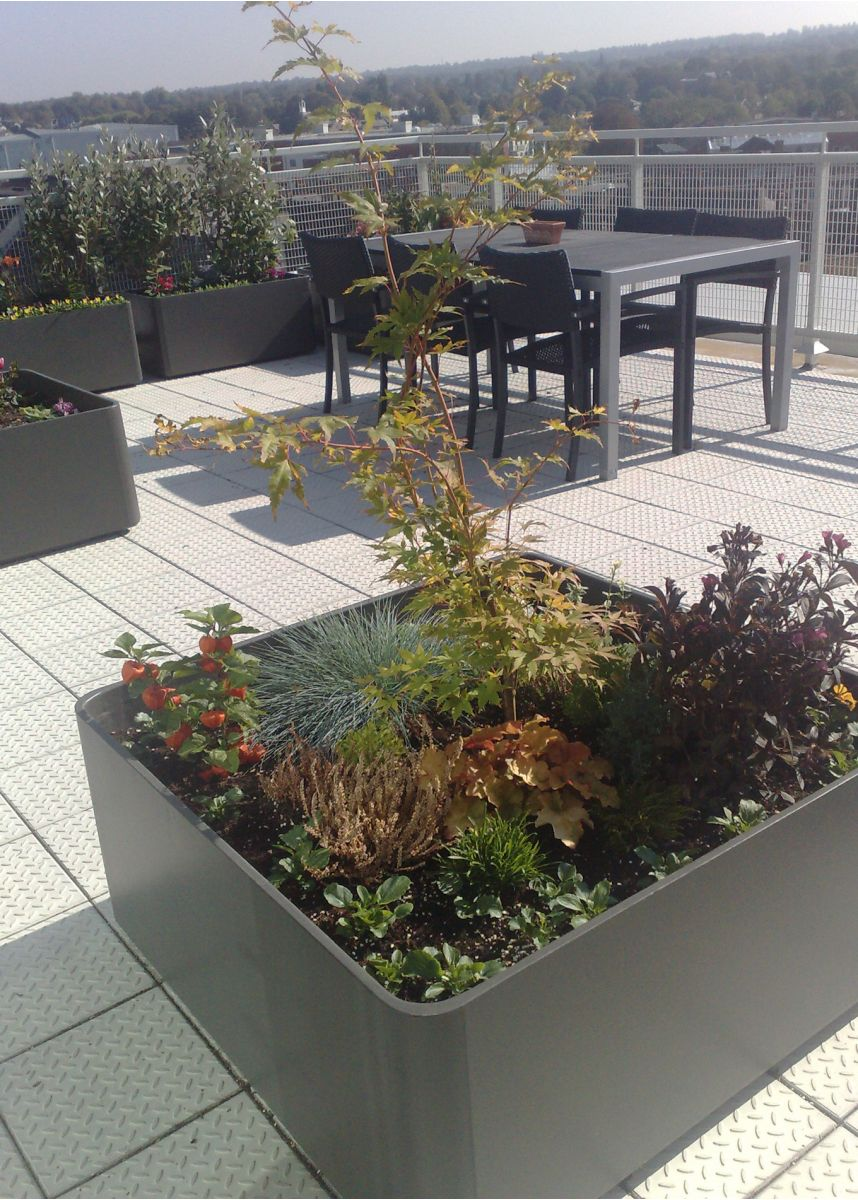 Delta coloured square planters