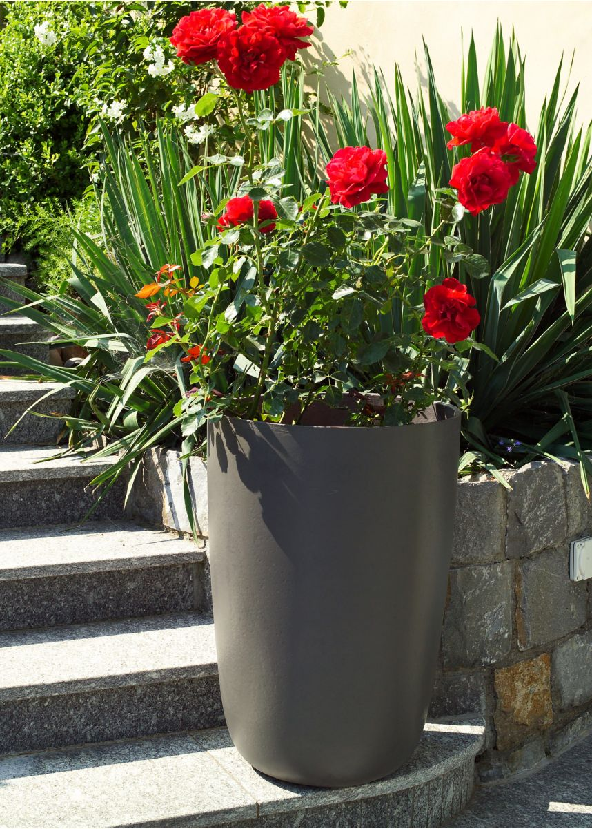 Tall FRC boulevard planter