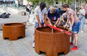 Levelling street planters for sloped ground