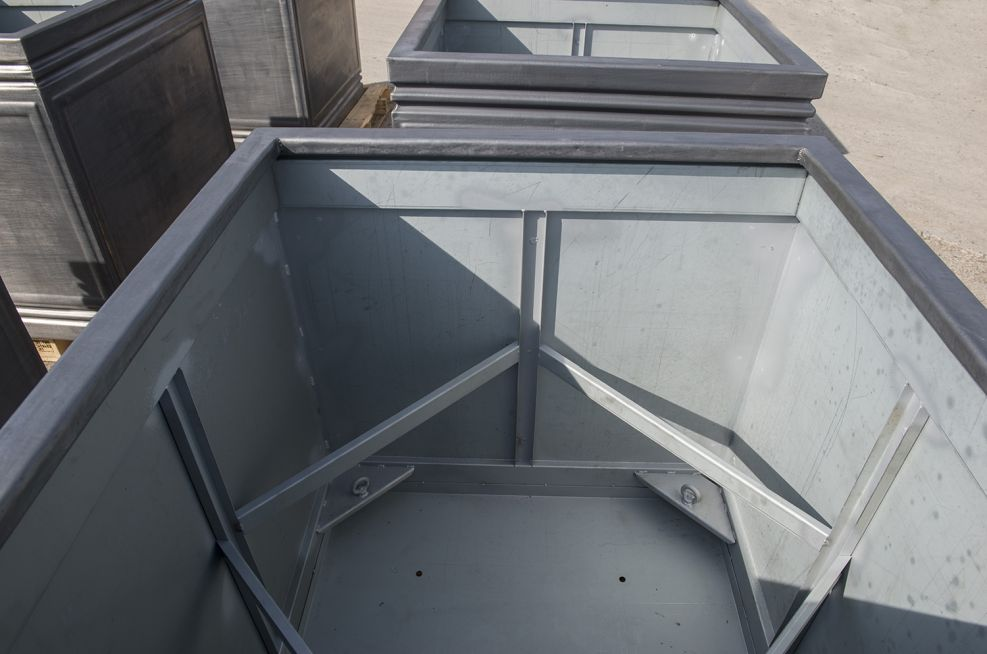 planters with internal bracing for structural support