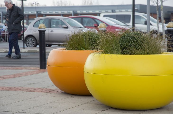 Custom-coloured FRC composite planters