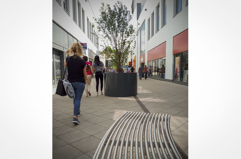 Aluminium planters for pavements and outdoor areas