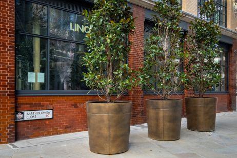 bronze_planters_City_of_London_Corporation