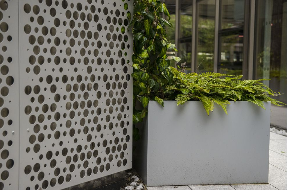 Polyester powder coated steel planters