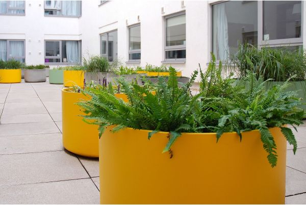 Custom-Coloured Delta 45 Round Planters