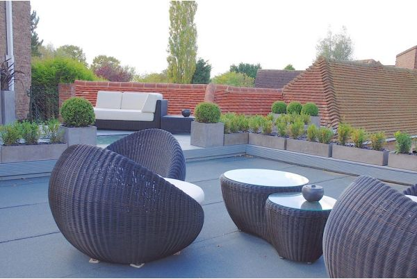 IOTAS Fresco Planters On A Contemporary Roof Terrace