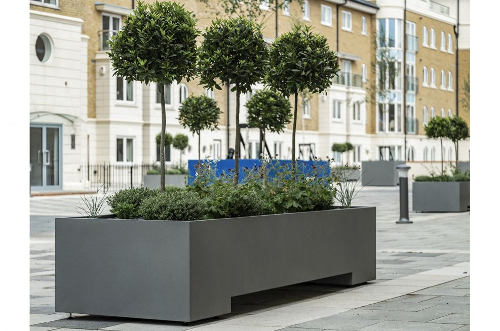 Steel planters for outdoor areas