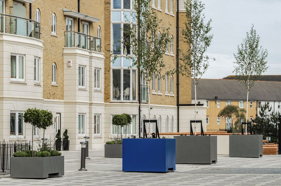 Steel planters for residential buildings
