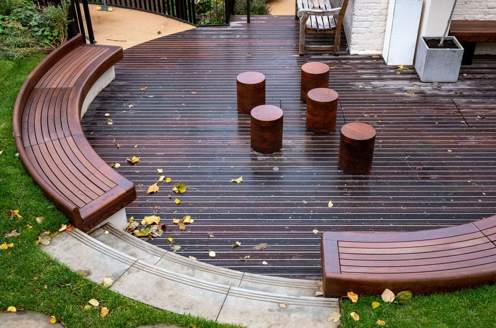 Courtyard garden seating and benching