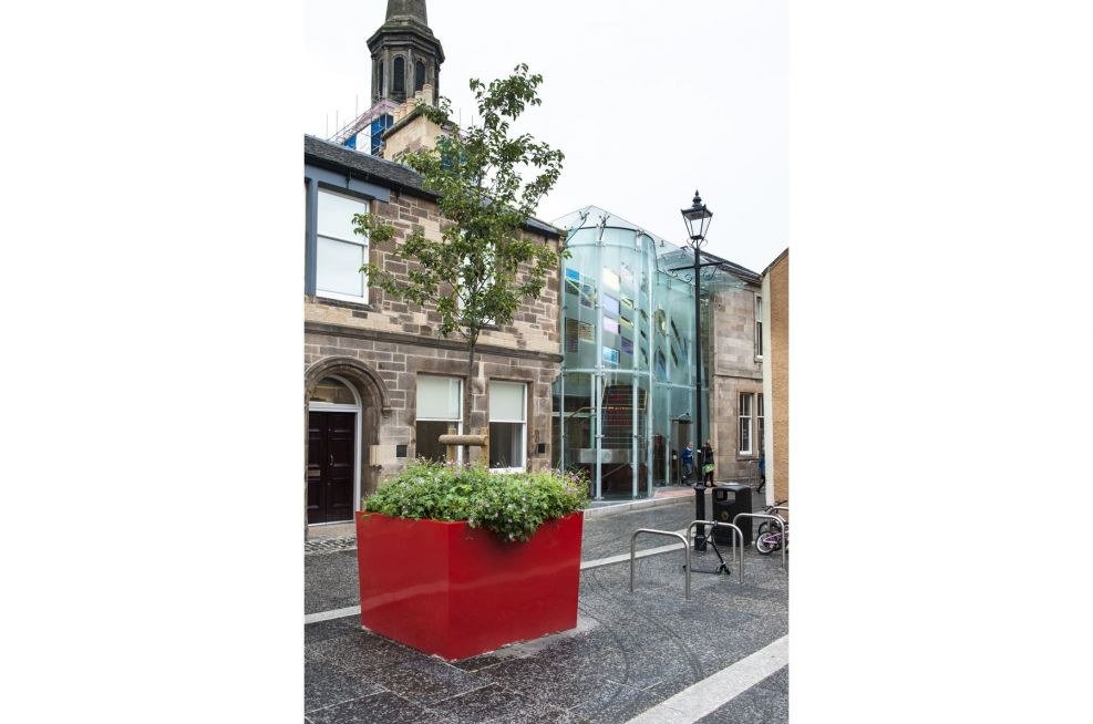 Pre-Galvanised Steel Planters With Tomato Red Powder Coating