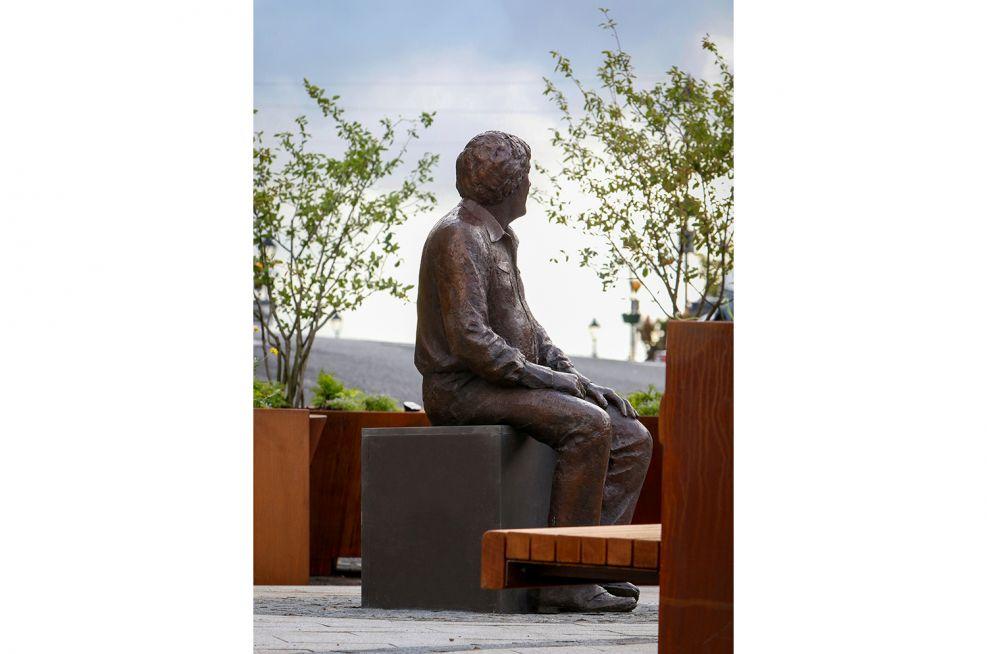 Public landscaping for Big Tom McBride statue