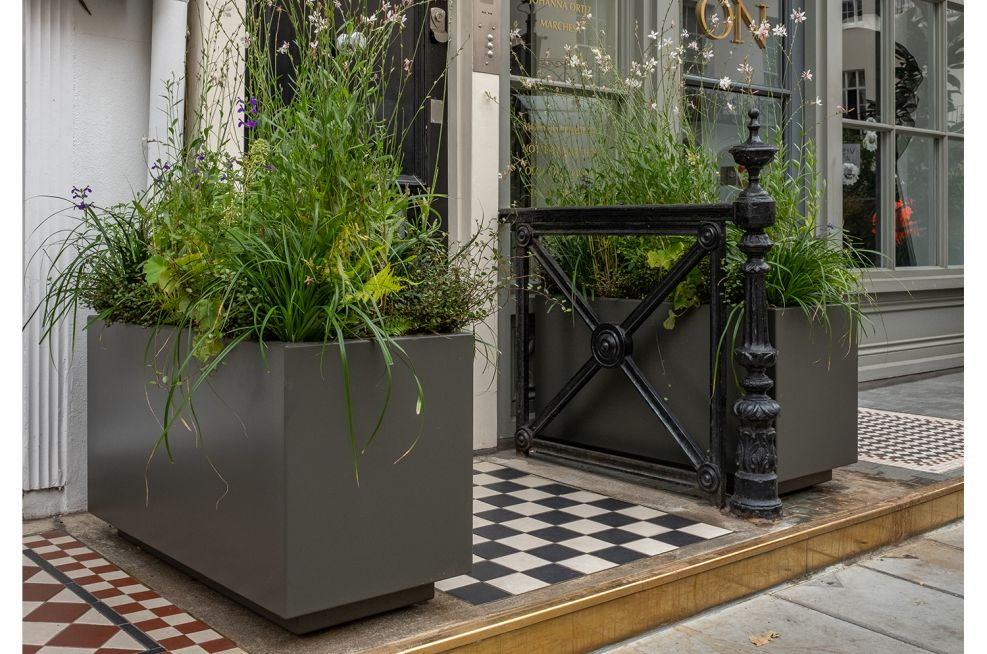 Planters with plinth detail shadow gap