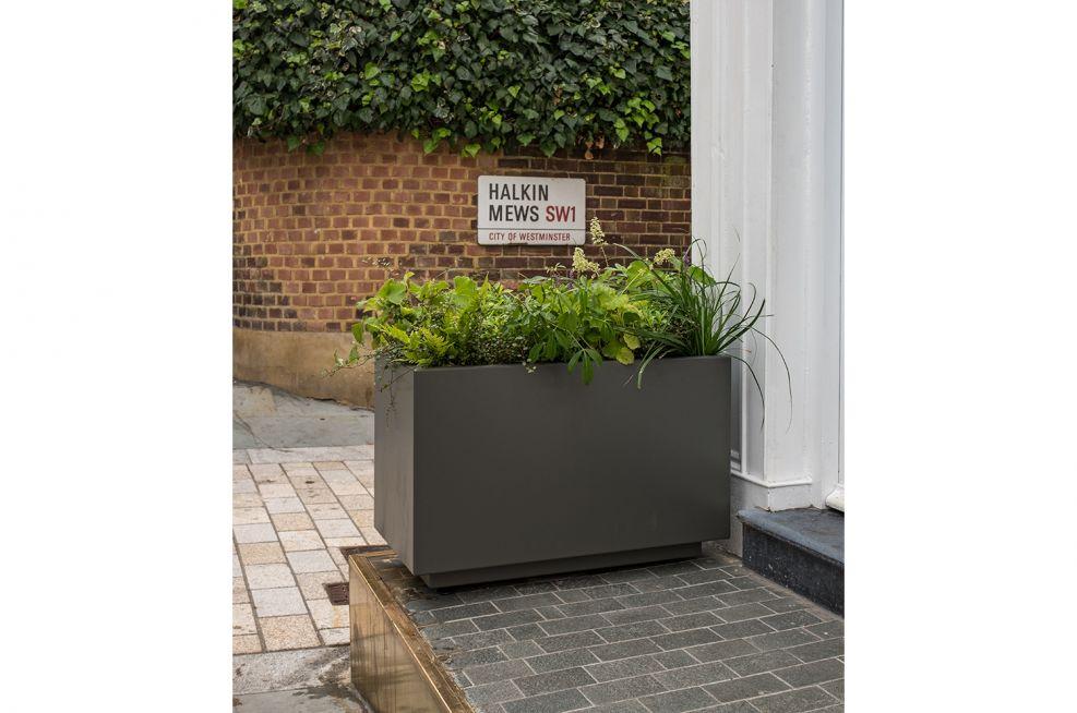street level aluminium planters