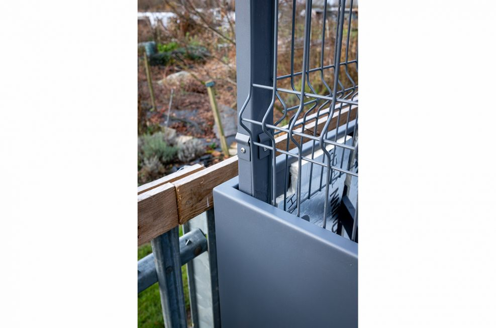 Metal modular planters with fencing