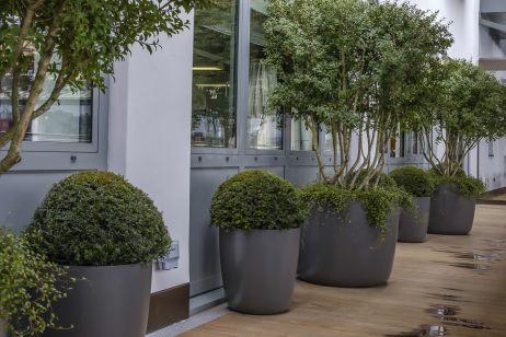 commercial_composite_planters