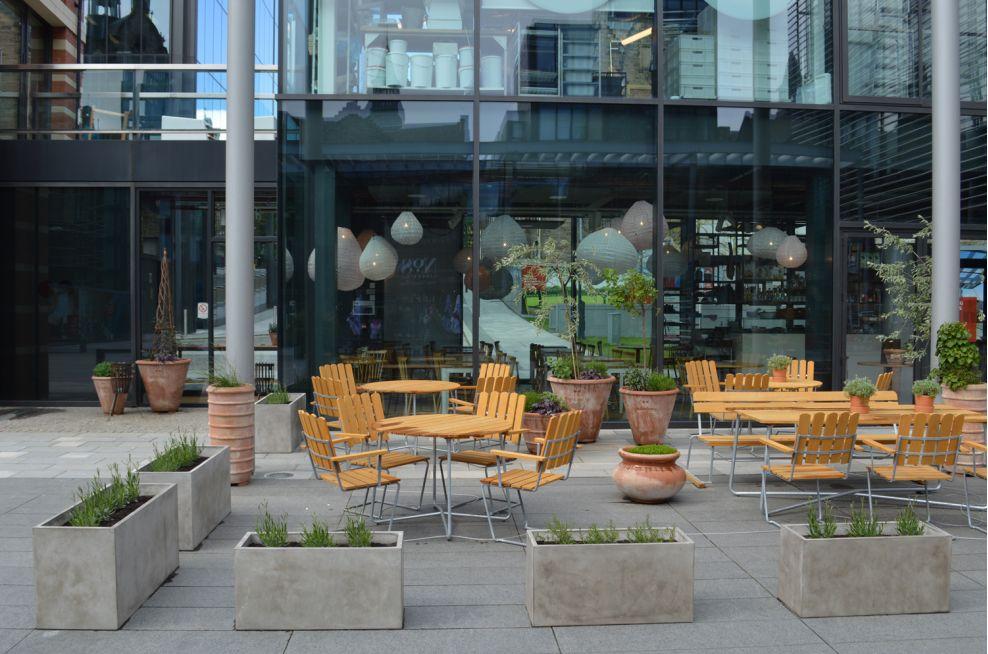Outdoor Seating Area Fresco Planters