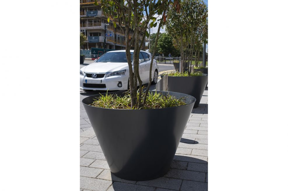 Steel rimless conical planters
