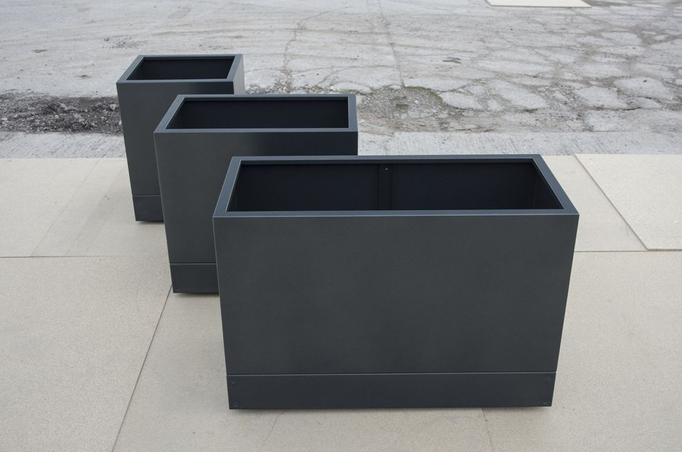 Steel Planters With Noir Powdercoating