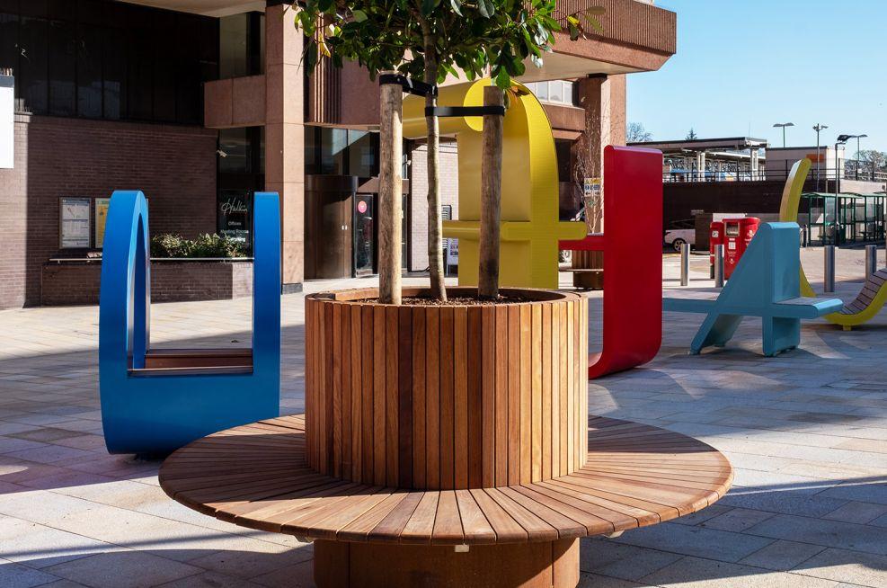 Round tree planter timber benching