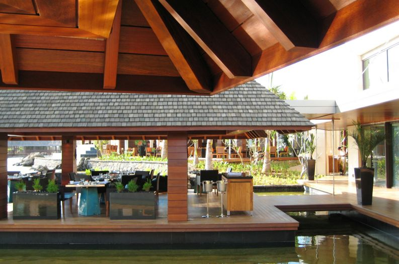 Bespoke black granite planters for Four Seasons Resort, Mauritius at Anahita