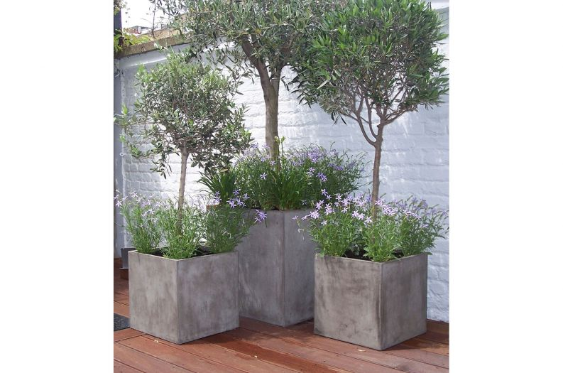Fresco Cube 400 and 600 planters in Grey